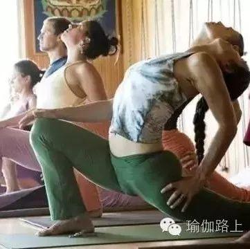 上瑜伽课如何避免受伤?这 4 点一定要知道