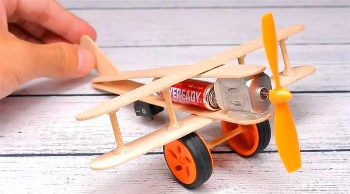 小小创客 | 复古式螺旋桨飞机航模摆件,最适合...