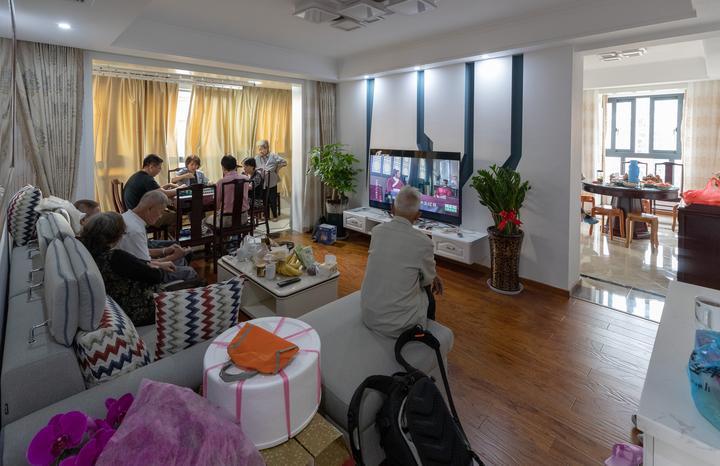 7A,新的大客厅,窗明几亮,可以跑马。.jpg