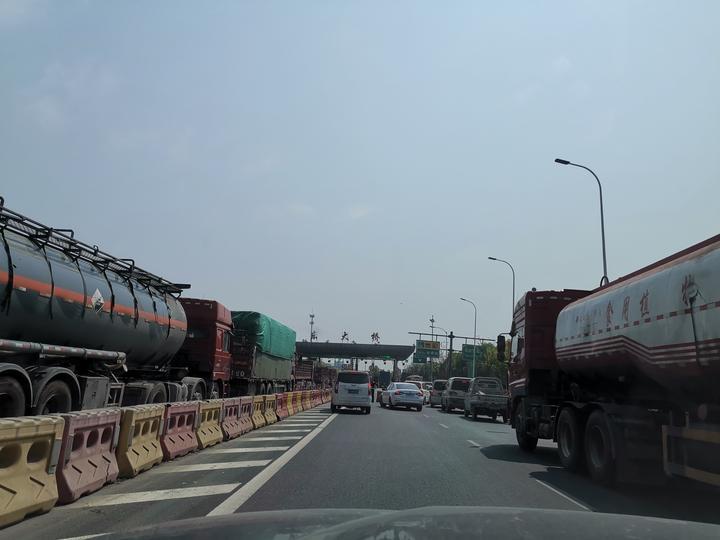 過江東大橋的路上.jpg