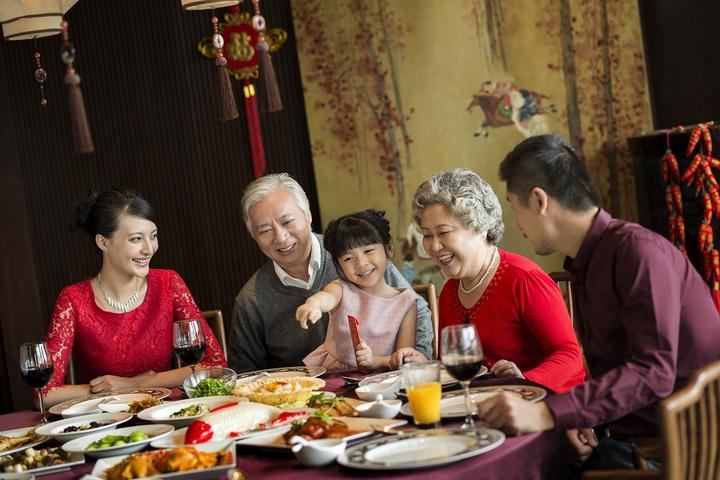 f05284-chinese-new-year-family-reunion-with-kids.jpg