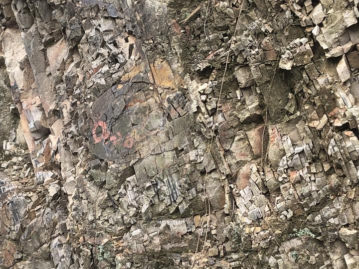 沉积岩.jpg