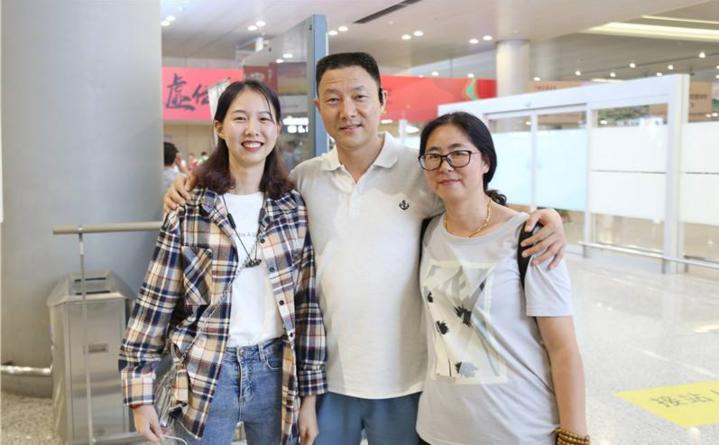 5崔译文和父母.png