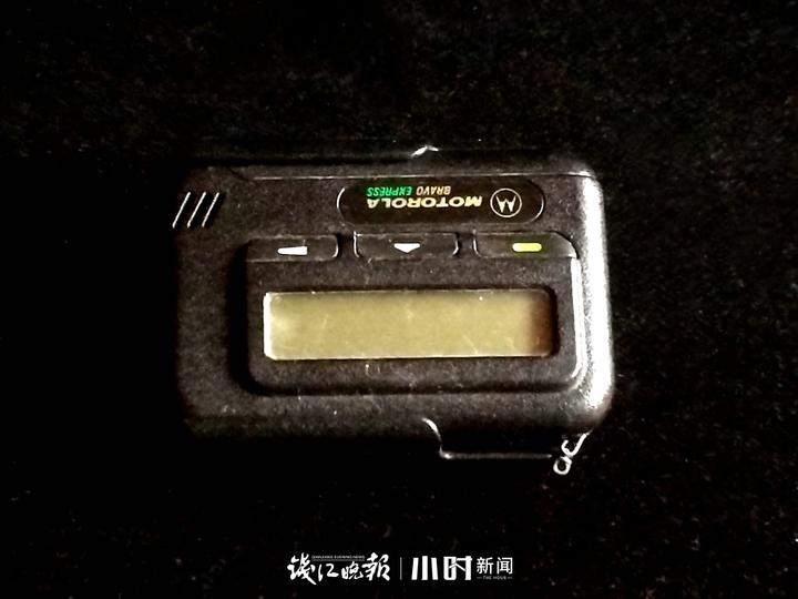 25年前的摩托罗拉中文寻呼机,那时没手机,电话亭也很少,我先生经常要出差,我和他联系都靠这个寻呼机。.jpg
