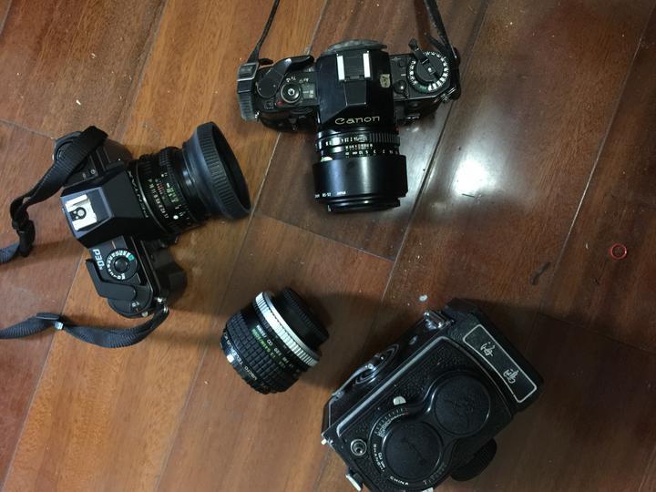 张侯权早年使用的部分相机.jpg