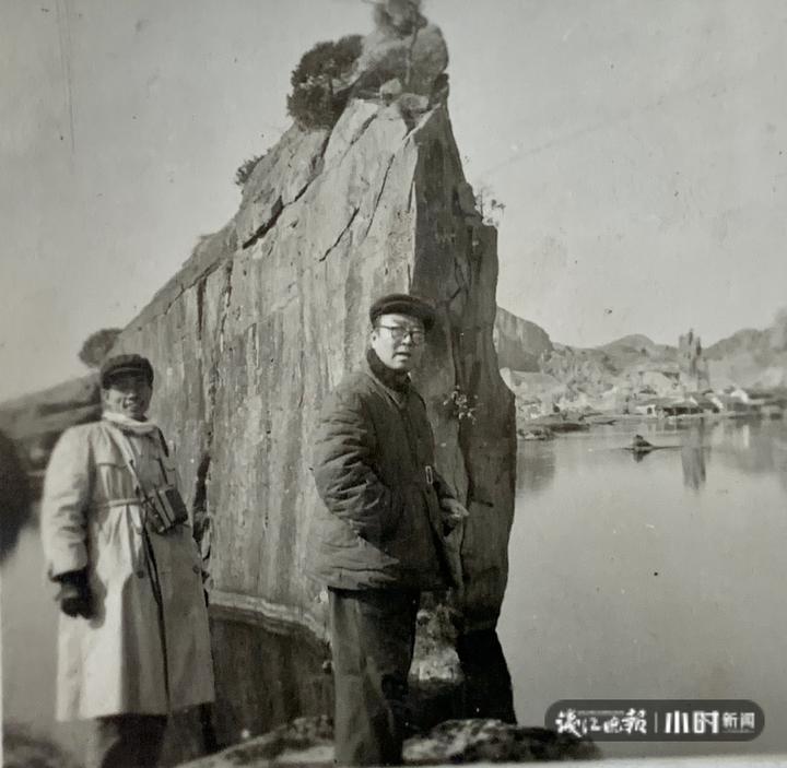 1956年,王士伦和朱家济在绍兴考察.JPG