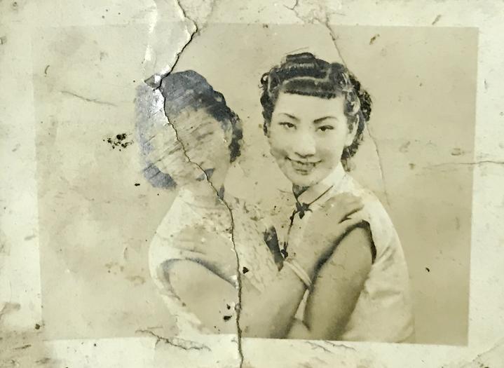 余铁华的妻子(右)和闺蜜.jpg