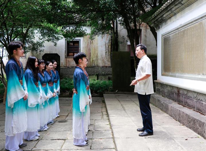 4.董老师讲课.jpg