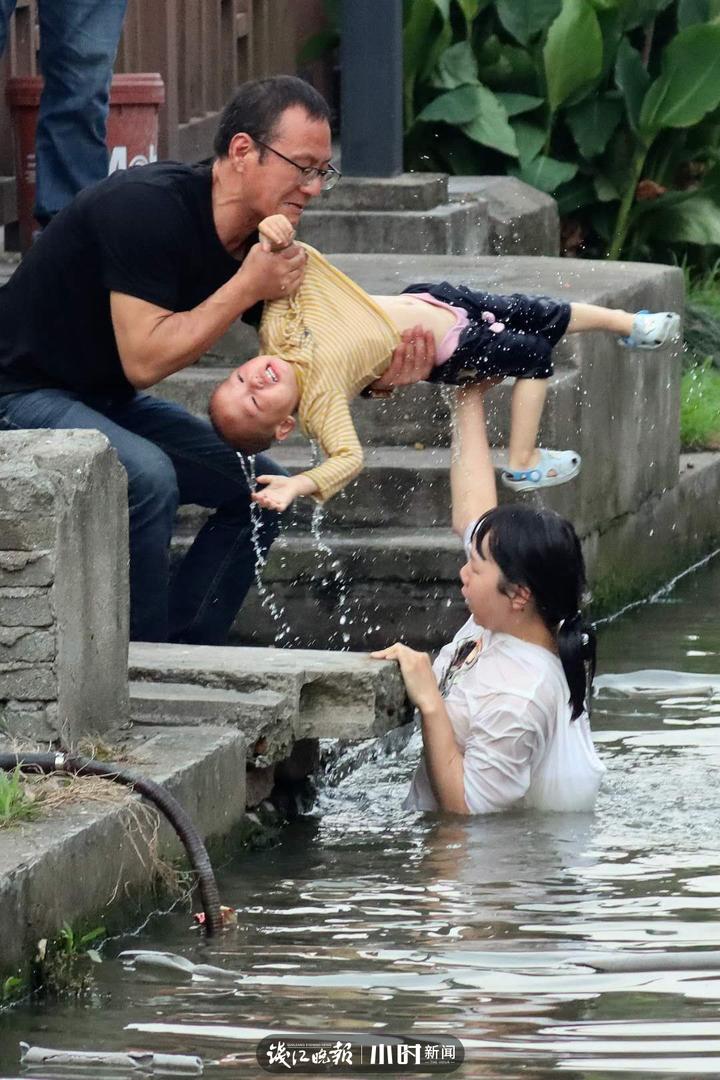 《托举》王军摄(宁波).jpg