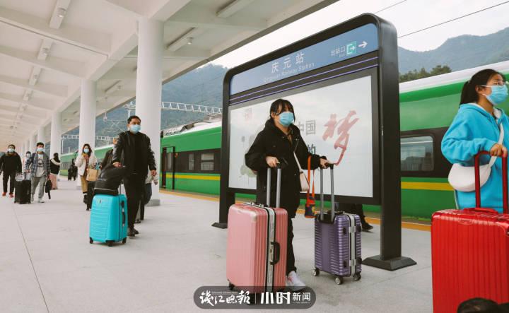 1月22日,庆元火车站,返乡的旅客,多以学生为主。.jpg