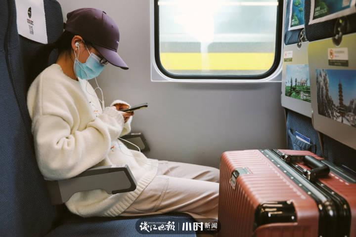 3.胡诗婷,19岁,浙江庆元县人,就读于浙江大学广告专业,还有个妹妹,在庆元老家读书。.jpg