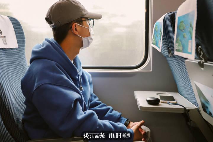 5.兰华杰,22岁,浙江松阳县人,就读于浙江工业大学工业设计专业,毕业后想留在杭州工作,小时候的梦想是当宇航员。.jpg
