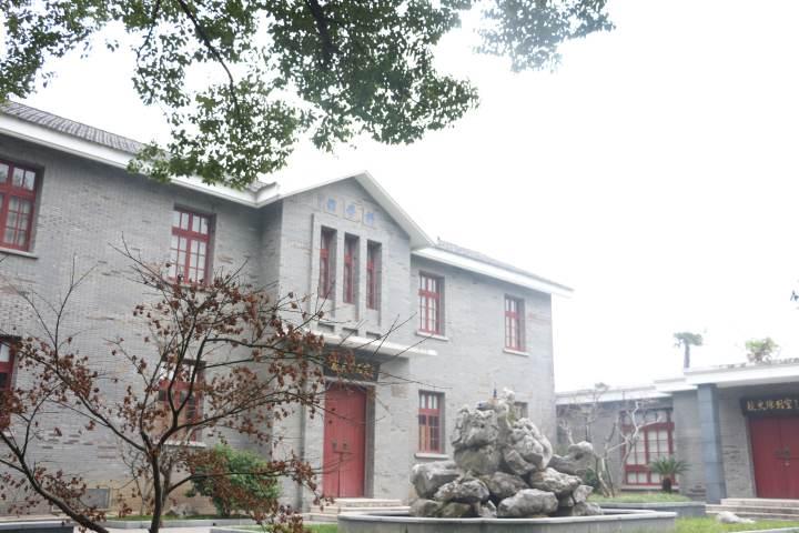 湖州中学校史陈列室.JPG