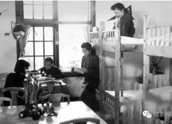 民国时期女大学生的宿舍生活什么样?