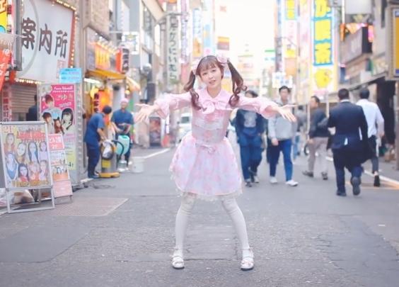 【兰幼金】在日本东京歌舞伎町街头跳小埋体操~然...