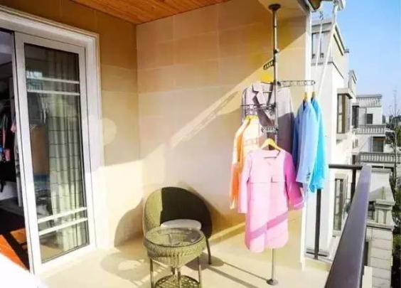 原来阳台可以这样晒衣服,学会这7招,最后一个最...