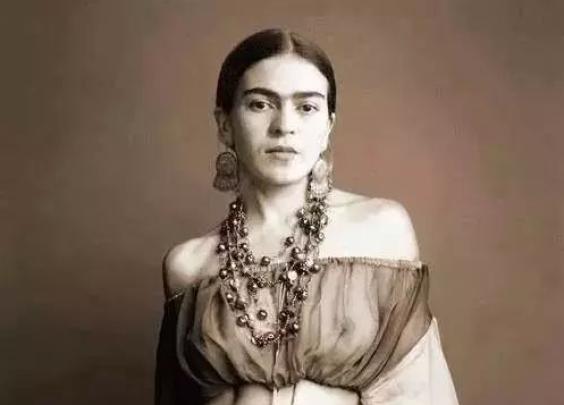 她被毕加索爱慕,与莫奈与聂鲁达是好友,她的画像...