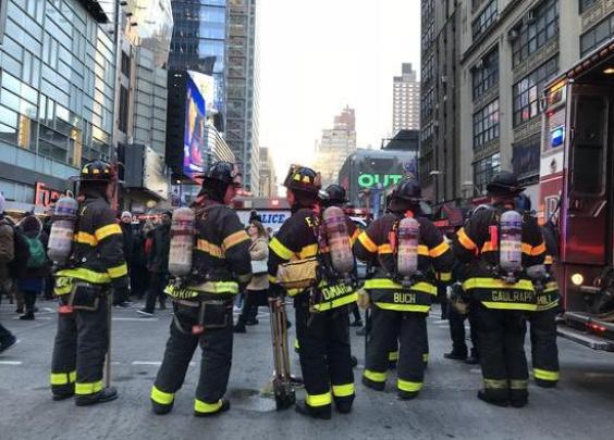 """美国纽约曼哈顿爆炸4人受伤,属""""未遂恐袭"""""""