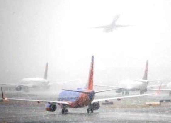 美东南部罕见暴风雪,375航班被取消