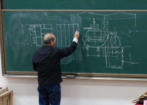 致敬!浙大84岁教授站立三小时上完最后一课