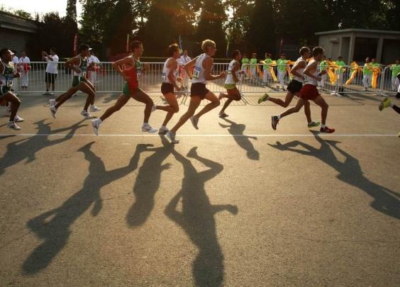 跑马拉松最适合的体重是多少?20位精英跑者的体...
