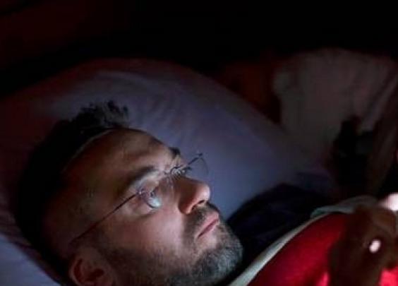 回家躺着玩手机,想过眼睛的感受吗?