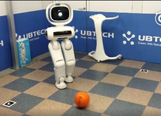 优必选最新研发的双足机器人Walker不仅能自...