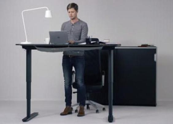 """很时髦的""""站着办公"""",到底对腰好不好"""
