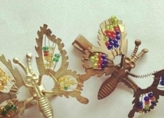 还记得小时候的蝴蝶弹簧发夹吗,夹过的举手