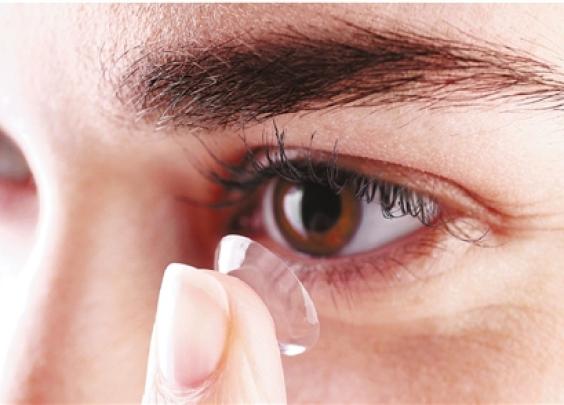隐形眼镜戴10年,角膜真的会老得像60岁吗