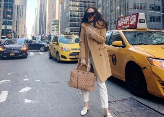 从超级碗到纽约时装周,郑秀妍的大地色系造型,色...