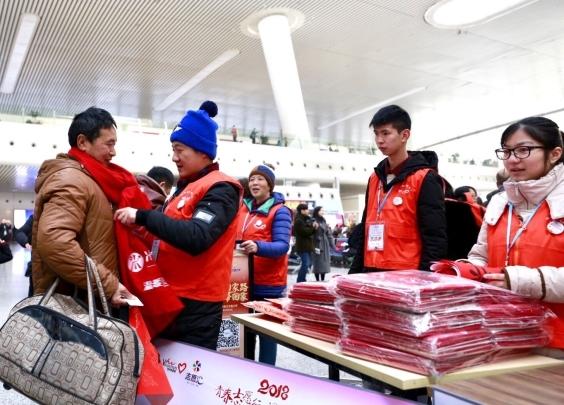 戴上红围巾,拍张全家福,写对联、送福字…杭州的...