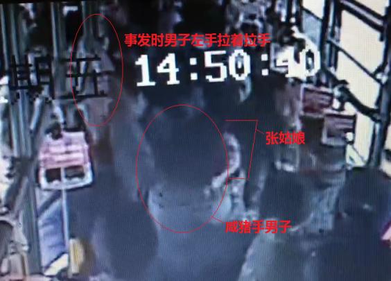 叫你伸咸猪手!杭州姑娘公交车上暴打猥琐男