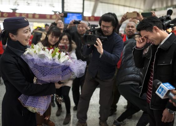 杭州火车东站今天甜甜的,有一场求婚哟