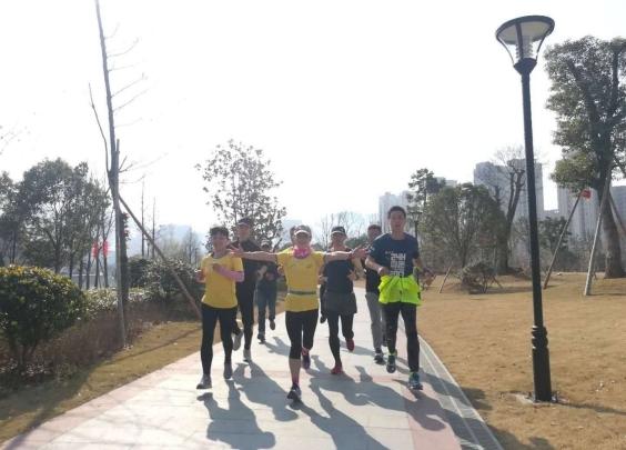 24个小时,289.61公里,浙江这群跑友从除...