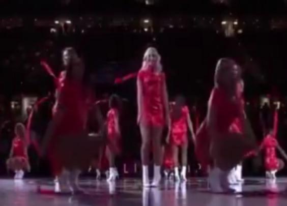 在NBA赛场上骑士啦啦队主场跳一曲《舞娘》太带劲了!