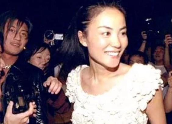 王菲、谢霆锋和陈奕迅一起K歌,揪出了多少歌坛回忆
