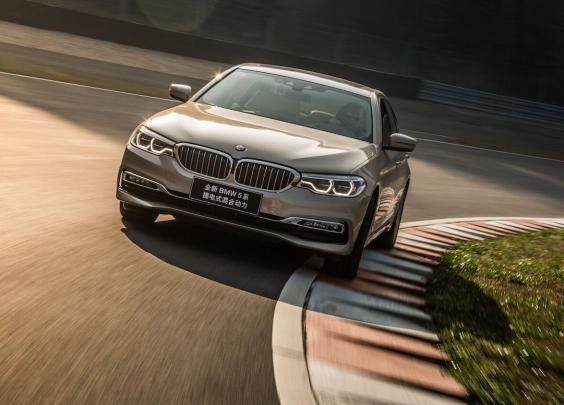 智能科技加持,试驾全新BMW 5系插电式混动