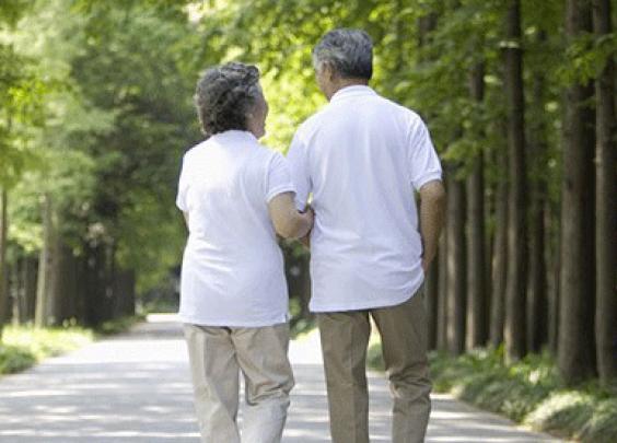 为求微信点赞,六旬老人每天至少走3小时