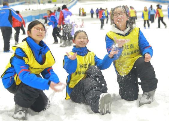 冰雪进校园,绍兴青少年玩得不亦乐乎
