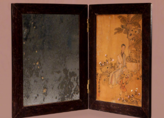 打开折镜之时,左侧是容颜如玉,右侧有人物故事,...