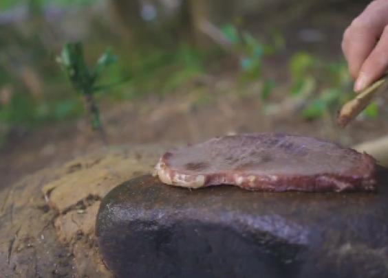 【石板牛扒】在山林里煎牛扒是一种什么体验?