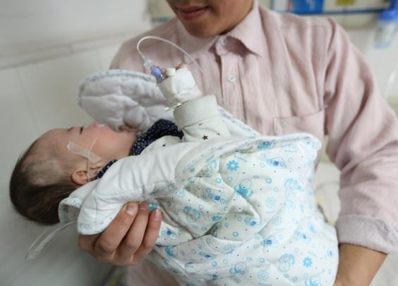 宝宝发烧体温老退不下来,真的会烧坏脑子?