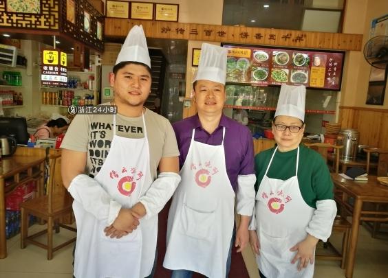 家有豪宅大庄园,菲律宾富二代缙云学做烧饼