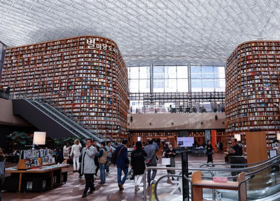 走进韩国首尔的星空图书馆