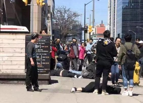 加拿大一小货车冲撞行人致9死16伤,司机被捕