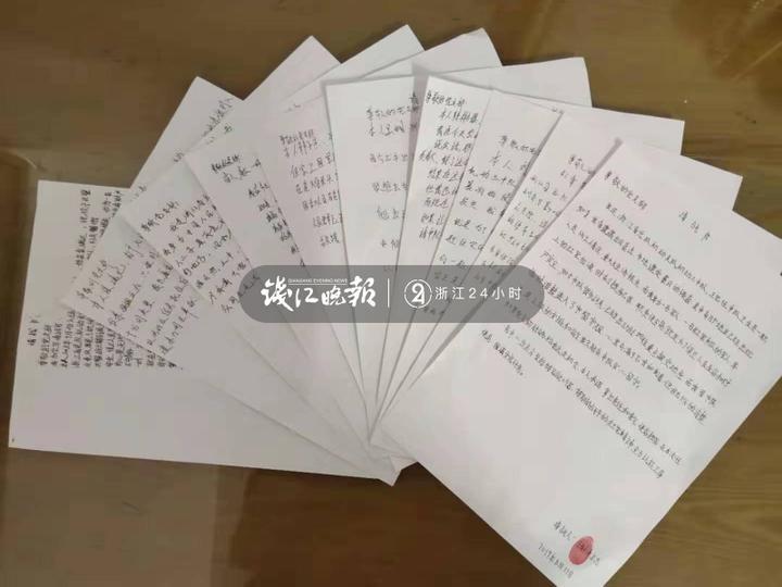 图为机动官兵撰写请战书.jpg