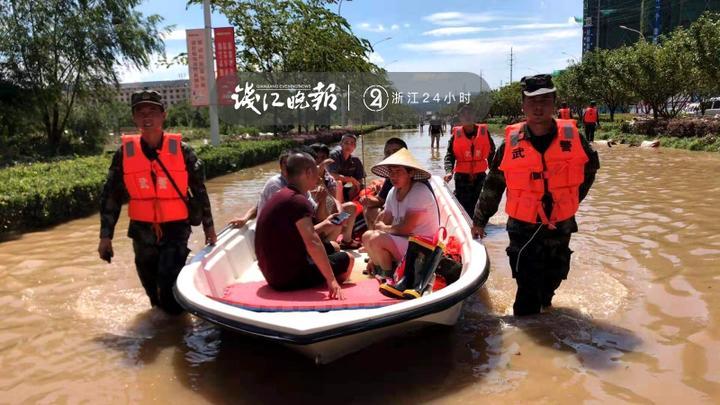 图为机动支队官兵抗台救援的图片 (1).jpg
