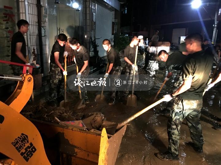 图为机动支队官兵抗台救援的图片 (4).jpg