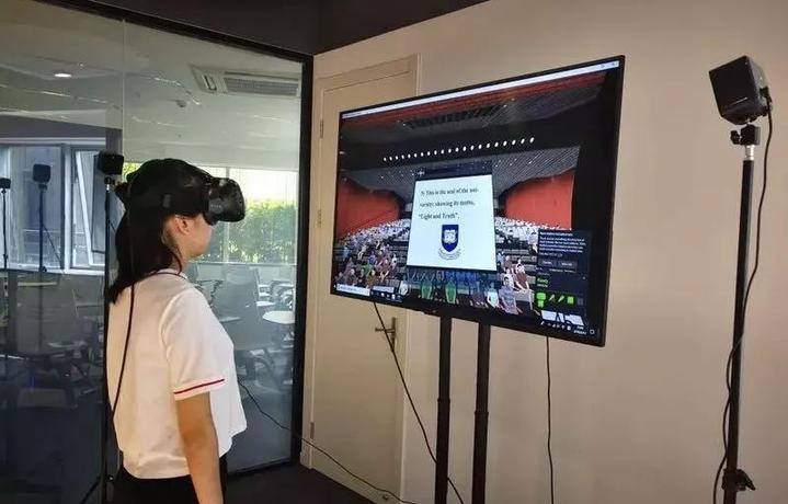 杭师大VR虚拟现实外语实训中.jpeg